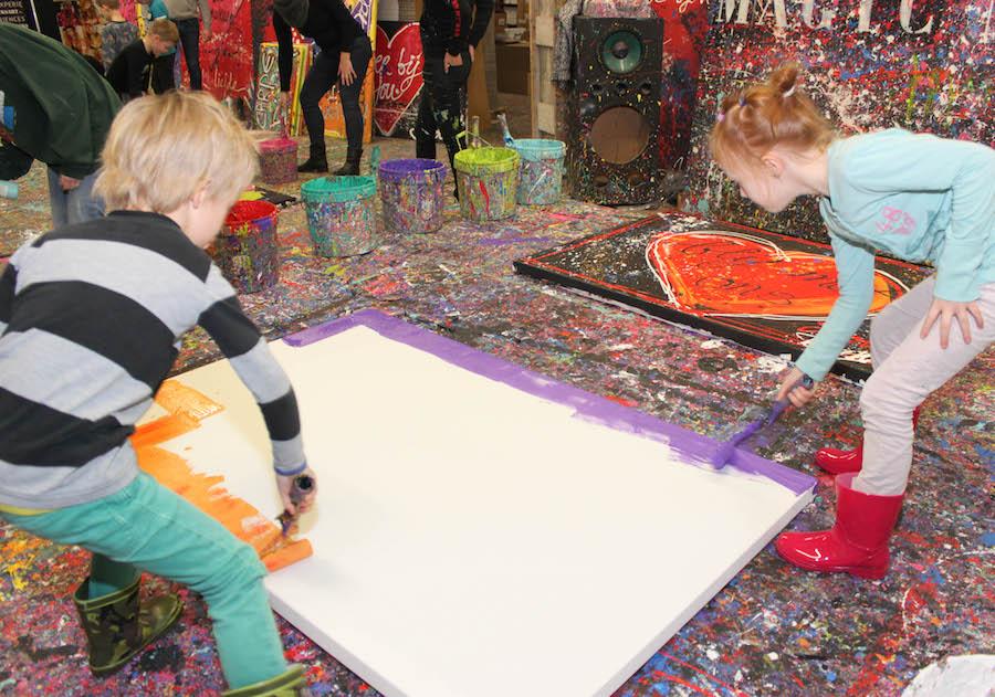 jacksart, gezinsschilderij, Familiekunst, Apeldoorn, uitje met Kinderen, creatief, zelf maken, verven, schilderen, dagje weg met kinderen, leuk uitje, art, familiekunst