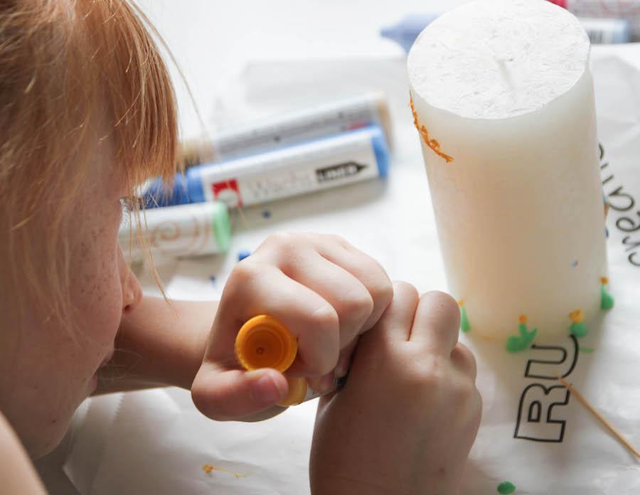 kaarsen versieren, tekenen op kaarsen, vaderdag, juffendag, moederdag, knutselen met kinderen, crafts for kids, bolsius kaarsen, kaarsen maken, knutselen met kinderen, diy kaarsen