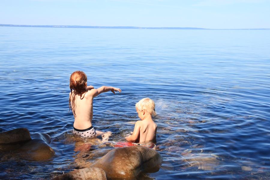 avontuurlijke familierondreis Zweden, reizen met kinderen, vakantie, Pharosreizen, meer Vättern, Gränna, natuurreservaat Zweden