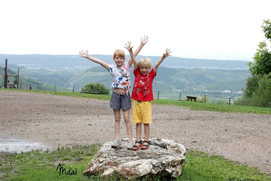 Eifel duitsland, Landel Sonnenberg , moezel met kleine kinderen