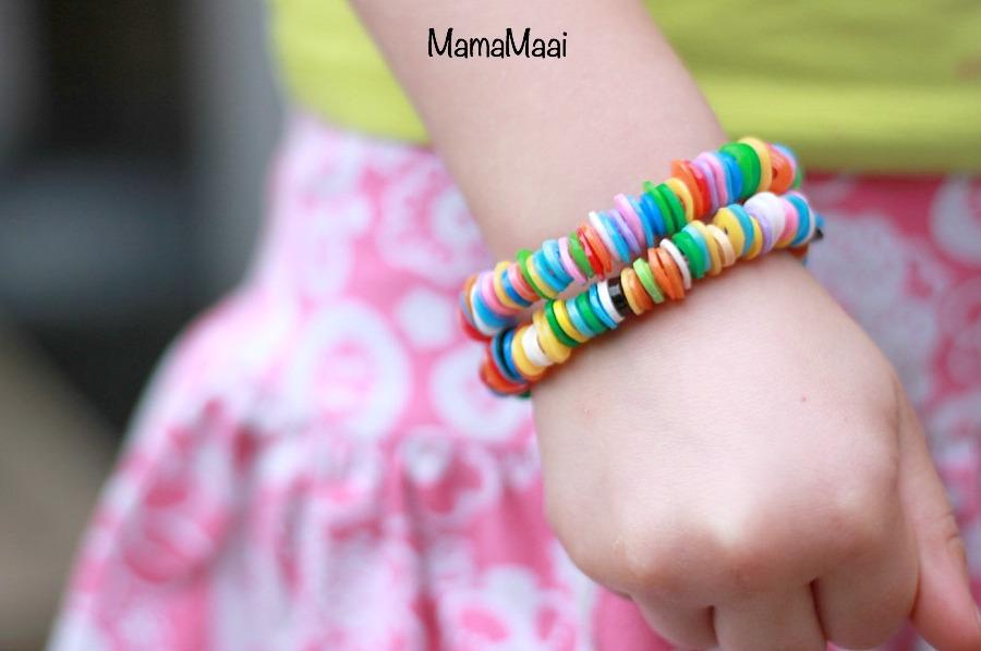 armbandje van strijkkralen, hamabeads, knutselen met kinderen, knutselen met strijkkralen, armbandjes maken