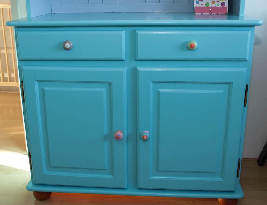 blauwe kast, diy kast make over, kast verven, kinderkamerstyling, kleur in huis, kast kinderkamer,