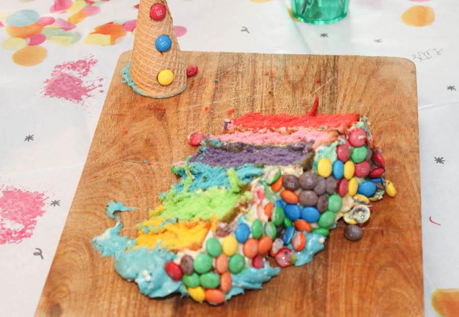 regenboog M&m taart, clowntpjestaart, verjaardagstaart kind, jongen, meisje, vrolijke verjaardagstaart