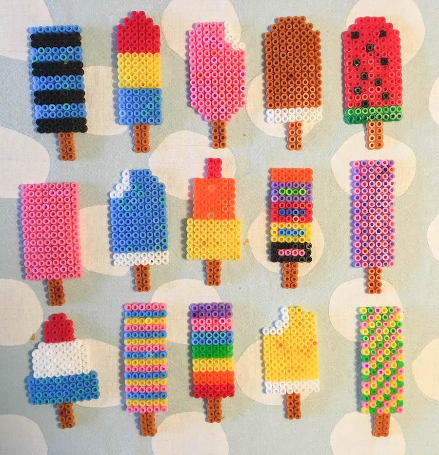 voorbeelden ijsjes strijkkralen, ijsjesslinger maken van strijkkralen, knutselen met kinderen, creatief met klueters, haha beats, strijkkralen ijsjes, diy