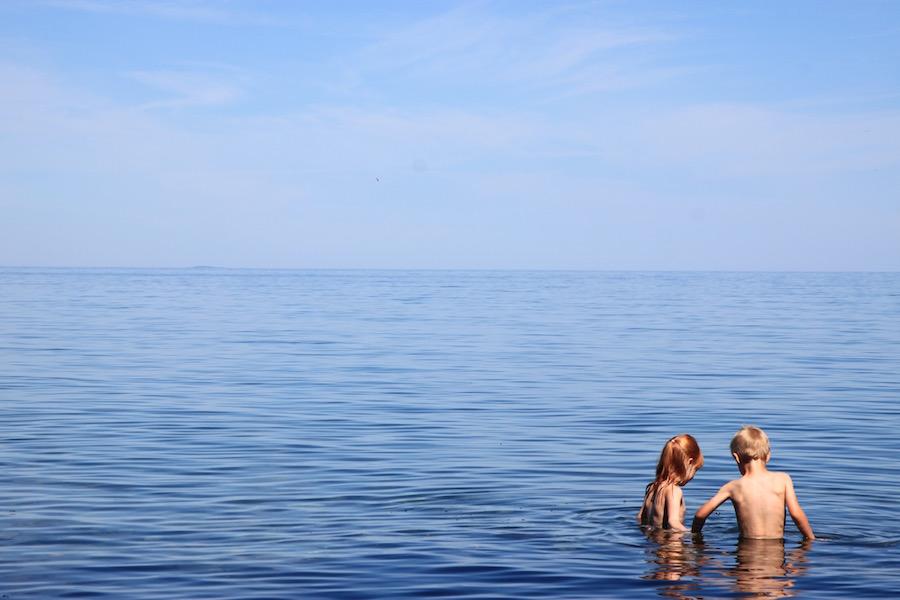avontuurlijke familierondreis Zweden, reizen met kinderen, vakantie, Pharosreizen, meer Vättern, Gränna