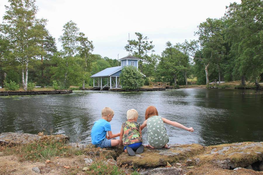 Zweden met kinderen, familierondreis door zweden snoepreisje door zweden, Frederiksburg, Marieberg, meren, mooie natuur, geocachen, pharosreizen, vakantie met kinderen,