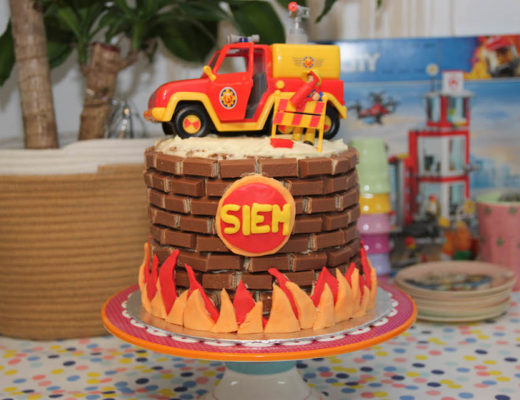 brandweer Sam taart, verjaardag kind, verjaardagstaart jongen, vier jaar, kit kat cake