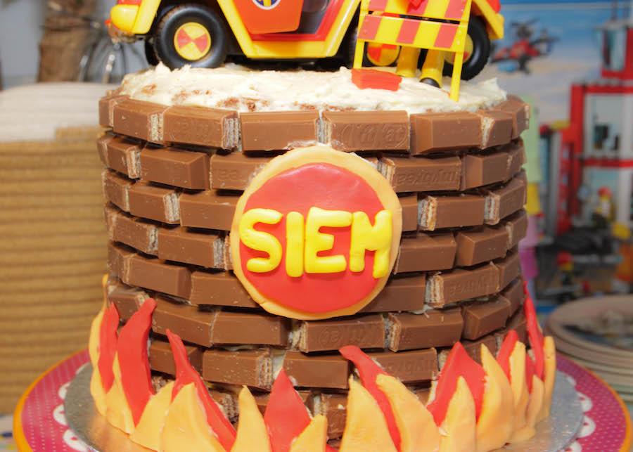 brandweer sam taart, kit kat cake, verjaardagstaart jongen, vier jaar