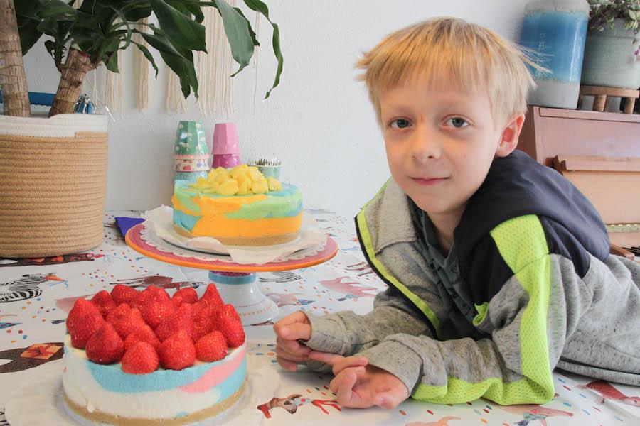 diy regenboog kwarktaart zelfmaken, verjaardagstaart jongen meisje