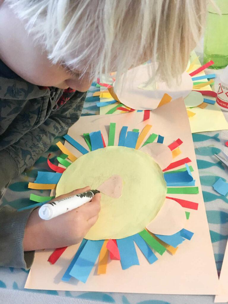 knutselen met kinderen leeuw van gekleurd papier