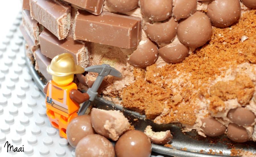 legotaart, lego verjaardagstaart, kitkat taart, birthday cake, jongen