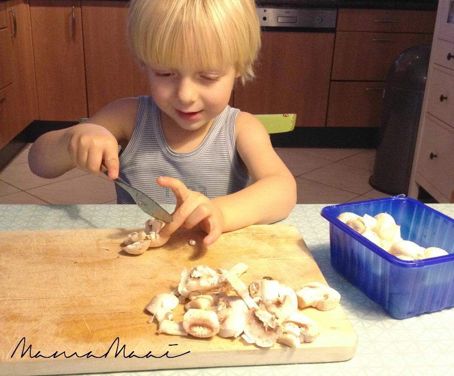 kinderen helpen koken