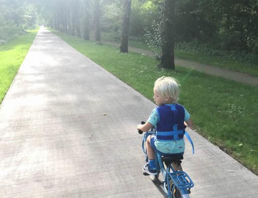 leren fietsen zonder zijwieltjes, fietshesje, veilig leren fietsen, fietsvest met handvat
