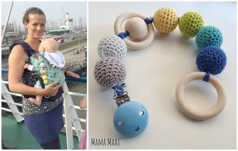 babyspeelgoed zelfmaken, zelfgemaakte speelslinger, kinderwagenspanner, kraamcadeautje