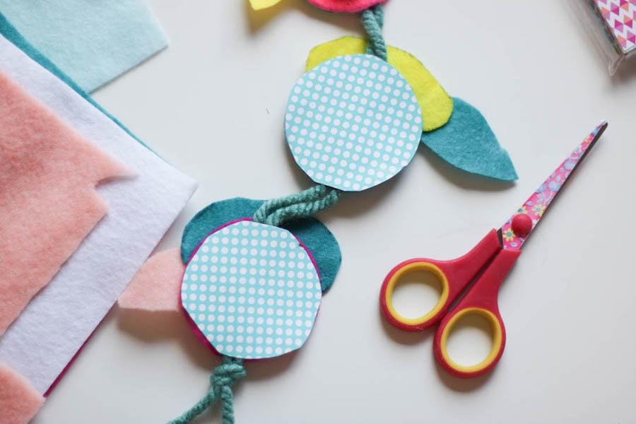 pieten hanger, pieten slinger, knutselen met vilt, regenboog pietjes maken, sinterklaas knutselen, diy, vilt