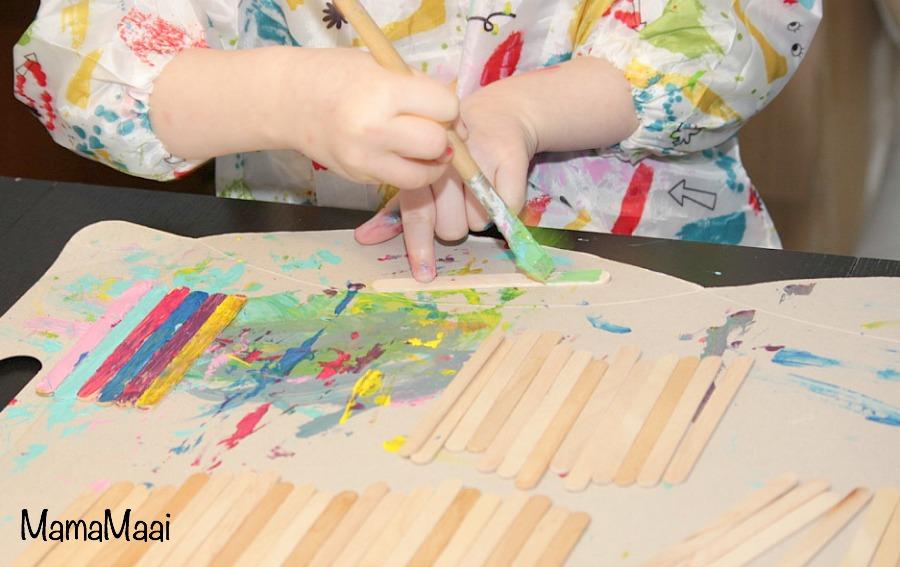 knutselen met kinderen, popsticks, ijsstokjes, vogelvoerbakje maken